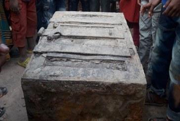 তালায় মাটি খুঁড়ে মিলল দেড়শ বছর আগের সিন্দুক