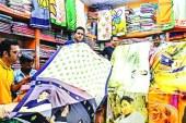 পশ্চিমবঙ্গে 'মোদি শাড়ি' 'মমতা শাড়ি' কেনার ধুম
