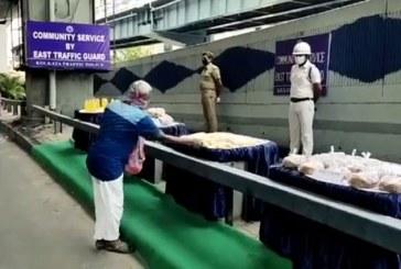 ত্রাণ দিতে কলকাতা ট্রাফিক পুলিশের অভিনব উদ্যোগ