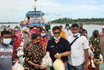 মোংলায় আম্পানে ক্ষতিগ্রস্থদের প্রবাসীদের খাদ্য সহায়তা