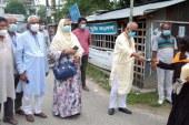 সরকার দুস্থদের সহায়তা দিয়ে যাচ্ছে: মেয়র